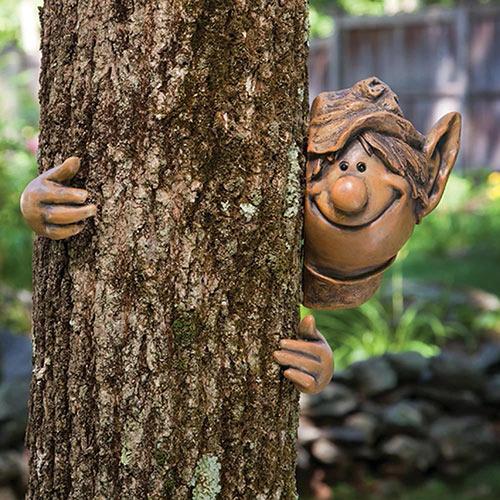Garden Peeker Tree Hugger