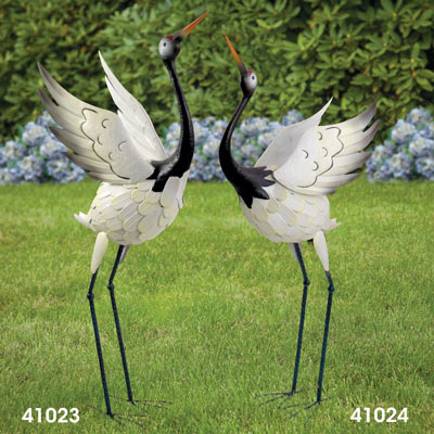 Red Crowned Crane - Bowing