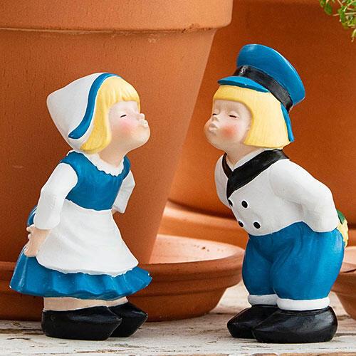 Mini Kissing Dutch Couple